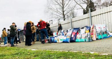 Pro psí útulek se vybrala téměř tuna krmiva