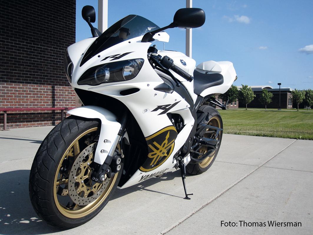 Yamaha_R1_2006_web