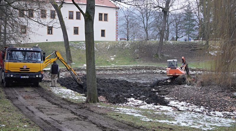 Blanenští revitalizují rybníček v zámeckém parku